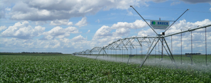 The Centerstar 9000 center-pivot irrigator is precise and economical for a high level of irrigation efficiency without damaging your crops.